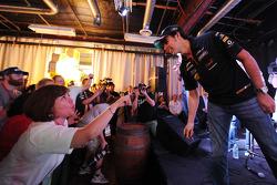 Sergio Pérez, Sahara Force India F1 con los fans en el Foro de Aficionados