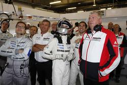Romain Dumas ve Neel Jani sıralama turları esnasında takımı tarafından takip ediliyor