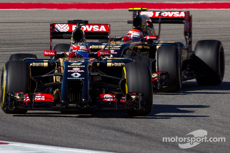 Romain Grosjean, Lotus F1 E22 ve takım arkadaşı Pastor Maldonado, Lotus F1 E21