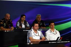 Gerard Lopez, Lotus F1, director del equipo; Monisha Kaltenborn, Sauber, director del equipo; Dr. Vijay Mallya, Sahara Force India F1, dueño; Eric Boullier, McLaren, director de carrera; Toto Wolff, Mercedes AMG, accionista y director ejecutivo.