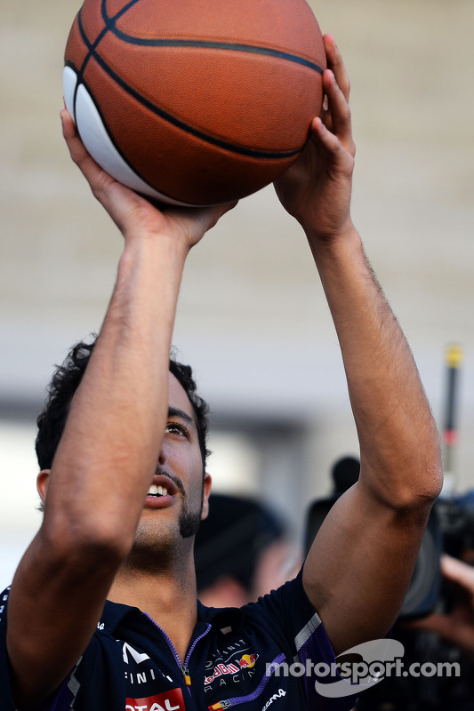 Daniel Ricciardo, Red Bull Racing practices his basketball skills
