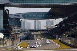 Start: #14 Porsche 919 Hibrit Takımı: Romain Dumas, Neel Jani, Marc Lieb lider