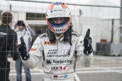 马克西米连·居茨庆祝冠军