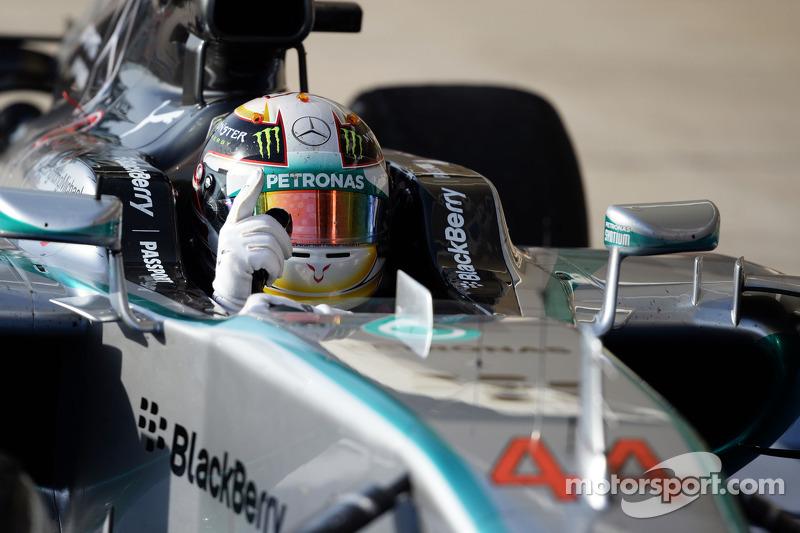 El ganador Lewis Hamilton, Mercedes AMG F1 W05 celebra en parc ferme
