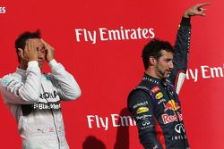 Lewis Hamilton, Mercedes AMG F1 Team and Daniel Ricciardo, Red Bull Racing
