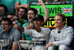 Race winner Lewis Hamilton, Mercedes AMG F1 celebrates with team mate Nico Rosberg, Mercedes AMG F1