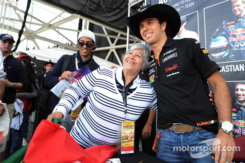 Sergio Perez, Sahara Force India F1, con i fan