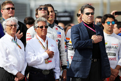 (I a D): Bernie Ecclestone, con Mario Andretti, Circuito de las Américas' Embajador Oficial en la pa