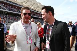(I a D): Simon Le Bon, Duran Duran, cantante, con Keanu Reeves, actor, en la parrilla de salida