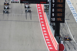 Sebastian Vettel part de la pitlane