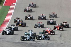 Nico Rosberg, Mercedes AMG F1 W05 leads at the start of the race