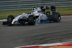 Valtteri Bottas bloque ses roues au freinage