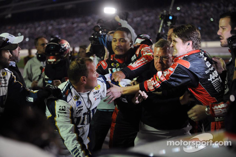 Fight after the race between Jeff Gordon and Brad Keselwoski