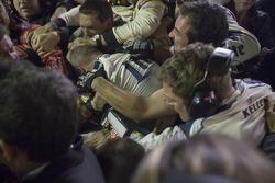 Pelea después de la carrera de los equipos de Jeff Gordon y Brad Keselowski