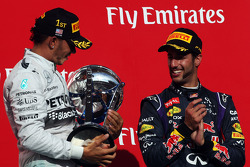 El ganador Lewis Hamilton, Mercedes AMG F1 celebra