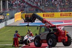索伯C33赛车,阿德里安·苏蒂尔, 索伯车队,退出比赛,赛车被从赛道上移除