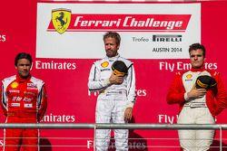TP podium: El ganador Mark McKenzie, segundo lugar Riautodo Perez, tercer lugar Gregory Romanel