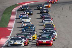 Comienzo: #27 Ferrari de Houston: Mark McKenzie lidera a