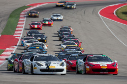 Comienzo: #27 Ferrari de Houston: Mark McKenzie lidera a