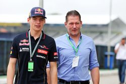 (L to R): Max Verstappen, Scuderia Toro Rosso Test Driver with his father Jos Verstappen (NLD)