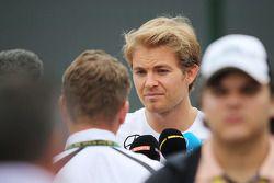 Nico Rosberg, Mercedes AMG F1, met de media