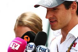 Adrian Sutil, Sauber, con los medios