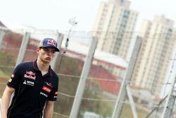 Max Verstappen, Scuderia Toro Rosso piloto de pruebas walks de circuit