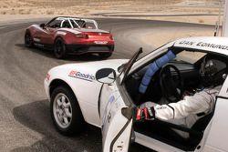 2016 Mazda Global MX-5 Cup racer ve eski versiyon