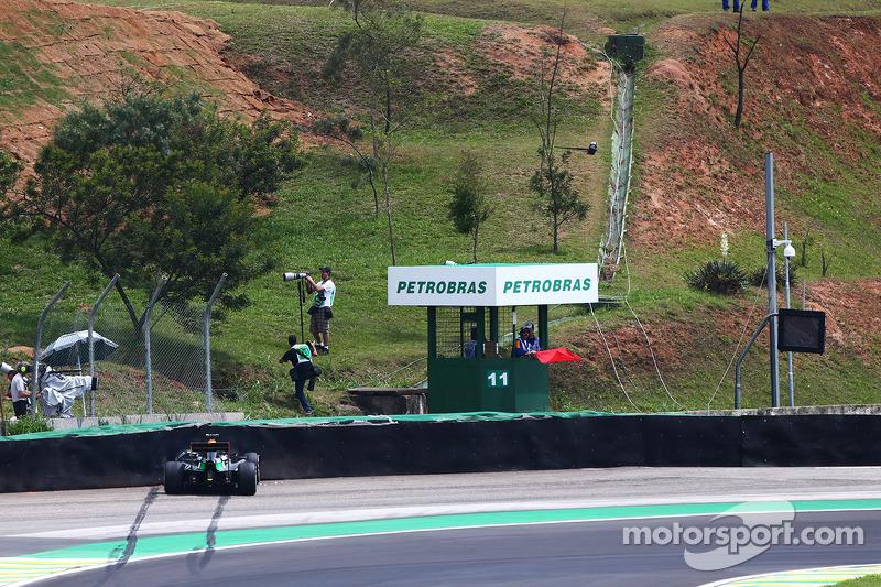 Daniel Juncadella, Sahara Force India F1 VJM07 Test ve Yedek Pilotu ilk antrenman seansında kaza yapıyor