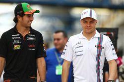 (I a D): Sergio Pérez, Sahara Force India F1, con Valtteri Bottas, Williams