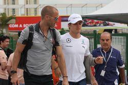 Nico Rosberg, Mercedes AMG F1; Daniel Schloesser, Mercedes AMG F1, Physio