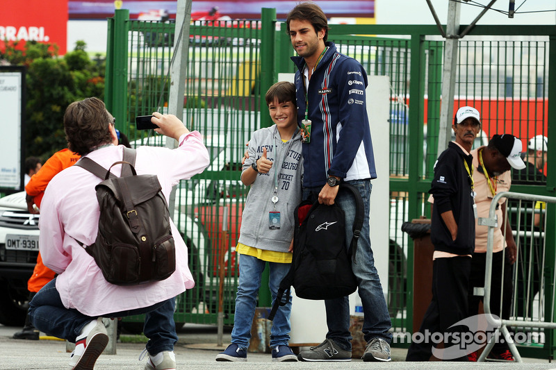 Felipe Nasr, Williams Test and Reserve Driver with fans