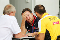 Dr Helmut Marko, Red Bull Motorsport Consultant with Christian Horner, Red Bull Racing Team Principal and Cyril Abiteboul, Renault Sport F1 Managing Director