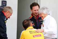Dr Helmut Marko, Red Bull Motorsport Consultant with Cyril Abiteboul, Renault Sport F1 Managing Director; Christian Horner, Red Bull Racing Team Principal and Bernie Ecclestone (GBR)