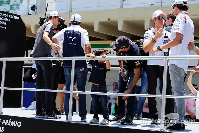 Felipe Massa, Williams ve oğlu Felipinho Massa, ve Daniel Ricciardo, Red Bull Racing pilot geçiş tör