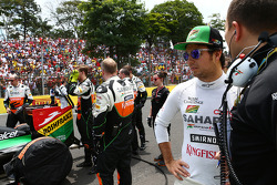 Sergio Perez, Sahara Force India F1 with Gianpiero Lambiase, Sahara Force India F1 Engineer on the grid