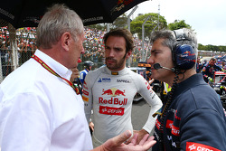 Dr Helmut Marko, Red Bull Motorsport Consultant, with jvep, on the grid