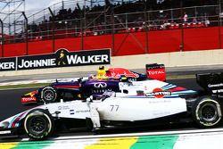 Daniel Ricciardo, Red Bull Racing RB10 and Valtteri Bottas, Williams FW36 battle for position