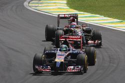 Jean-Eric Vergne, Scuderia Toro Rosso STR9; Romain Grosjean, Lotus F1 E22