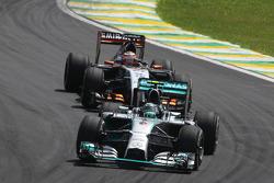 Nico Rosberg, Mercedes AMG F1 W05; Nico Hulkenberg, Sahara Force India F1 VJM07