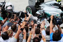 Parc Ferme: 1. Nico Rosberg, Mercedes AMG F1
