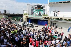 Het podium, Mercedes AMG F1, tweede; Nico Rosberg, Mercedes AMG F1, racewinnaar; Felipe Massa, Willi