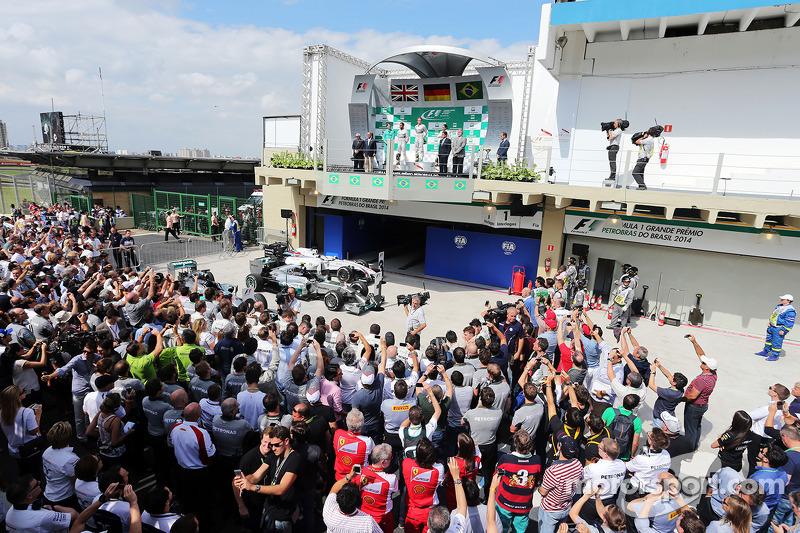 Il podio, Lewis Hamilton Mercedes AMG F1, secondo; Nico Rosberg, Mercedes AMG F1, vincitore della gara; Felipe Massa, Williams, terzo