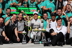 Race winner Nico Rosberg, Mercedes AMG F1 celebrates with second placed Lewis Hamilton, Mercedes AMG
