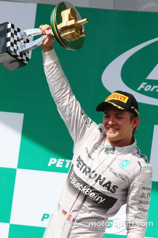 El ganador  Nico Rosberg, Mercedes AMG F1 celebra en el podium