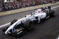 Derde plaats Felipe Massa, Williams FW36, viert feest aan het einde van de race