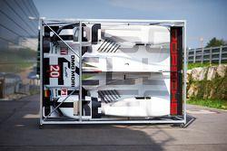 Porsche materieel wordt voorbereid voor de vlucht naar Bahrein