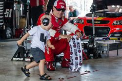 Kevin Harvick, Stewart-Haas Racing Chevrolet with son Keelan