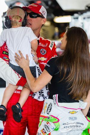 Kevin Harvick, Stewart-Haas Racing Chevrolet with son Keelan and Danica Patrick, Stewart-Haas Racing Chevrolet