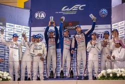 LMP1-Podium: 1. Alexander Wurz, Stéphane Sarrazin, Mike Conway; 2. Romain Dumas, Neel Jani, Marc Lie